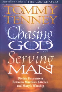 Chasing God Serving Man HB - Tommy Tenney